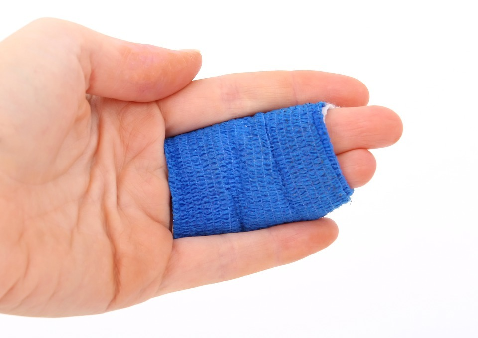 Sprained fingers - get enough rest in order to avoid injuries on moving day.