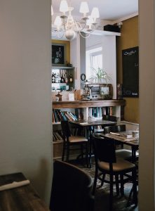 Image of a dining room