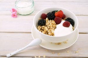 A bowl of oatmeal with some fruit