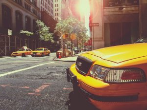 best ways to commute in New York - hail an yellow cab