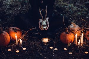 Candles and pumpkins - Include your yard in the Halloween decoration of your NYC home