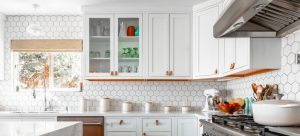 Kitchen with white hexagonal tiles - Dismantling a kitchen